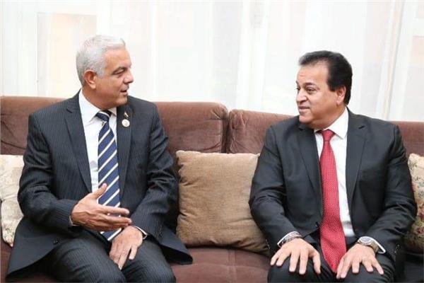 مبارك يستقبل وزير التعليم العالى والبحث العلمى والمحافظ ورؤساء الجامعات