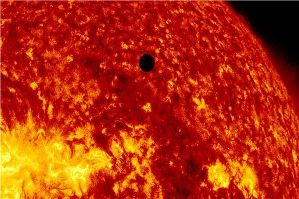 عبور عطارد مباشرة أمام الشمس