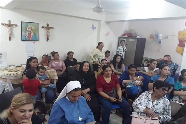 مطران إيبارشية طيبة للأقباط الكاثوليك يشارك في حفل ختام النشاط الصيفي بالغردقة