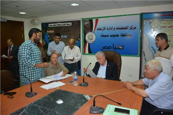 محافظ جنوب سيناء يستقبل 40 مواطنا بمكتبه