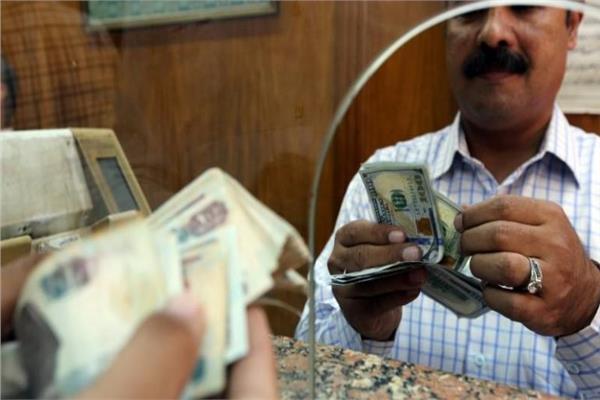 عاجل  سعر الدولار يتراجع 15 قرشًا أمام الجنيه المصري في البنوك