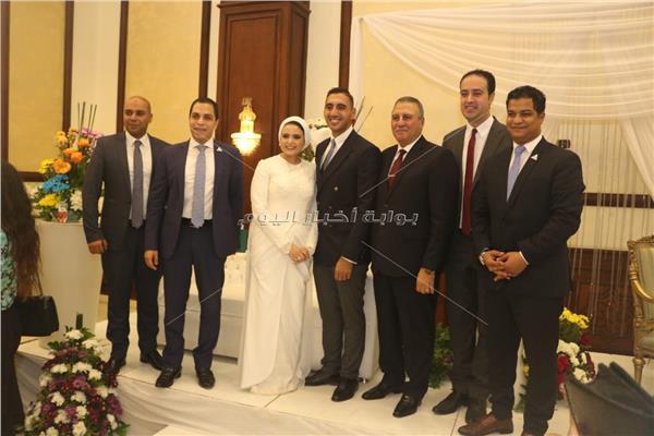 اللواء صبري يوسف كبير الياوران بين العروسين وعدد من محرري رئاسة الجمهورية