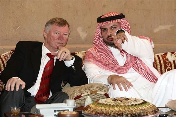 الأمير عبد الله بن مساعد مالك نادي شيفيلد يونايتد الإنجليزي مع السير أليكس فيرجسون