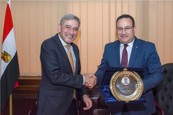 محافظ الإسكندرية يبحث مع سفير البرازيل سبل التعاون بين الجانبين