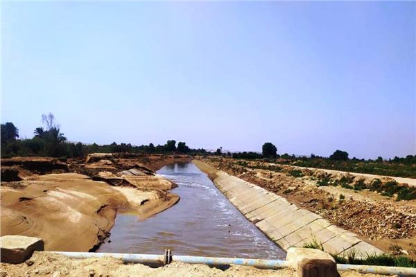 التفاصيل الكاملة لانهيار الجسور الترابية لأحواض الصرف بنصر النوبة