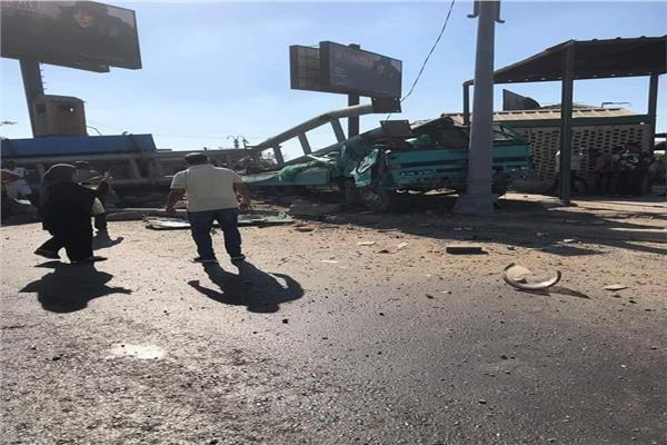 إصابة شخصين إثر اصطدام سيارة بلوحات إعلانية بالإسكندرية
