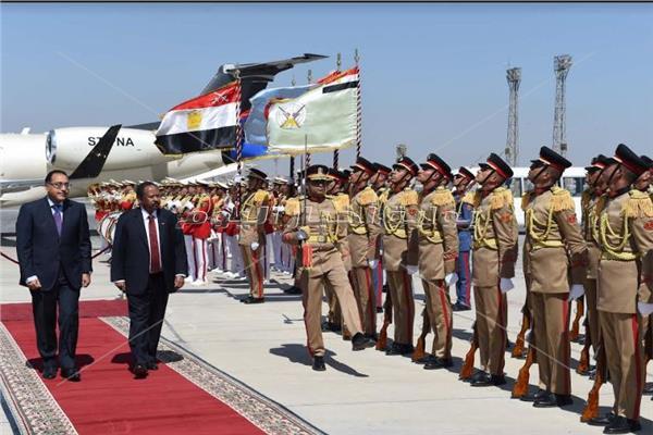 رئيس الوزراء السوداني مطار القاهرة الدكتور مصطفي مدبولي