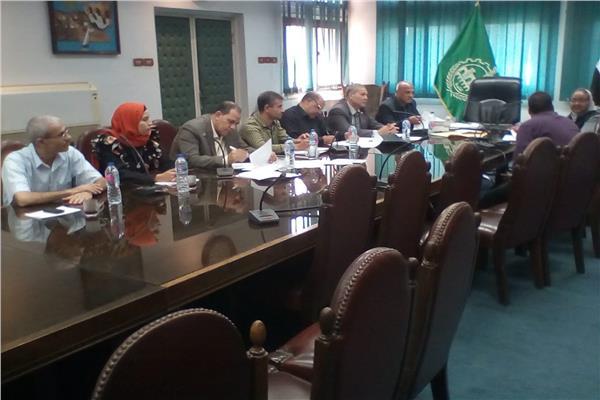 خلال اجتماع محافظ القليوبية مع وفد وزارة التنمية المحلية