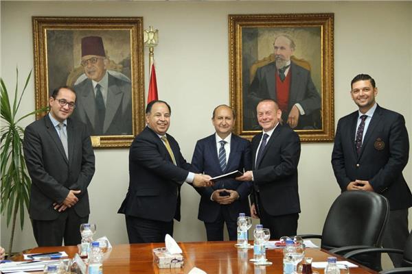 خلال توقيع اتفاق تسوية المستحقات لشركة «سوميتومو إيجيبت»