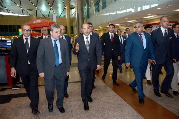 وزير الطيران يفتتح غرفة الكاميرات المركزية بمطار القاهرة الدولي