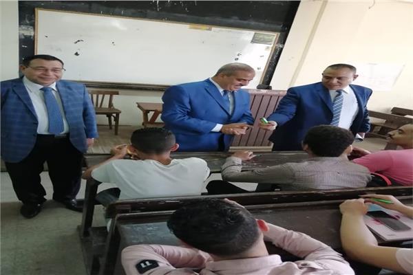 خلال تفقد الطلاب في أول يوم دراسة