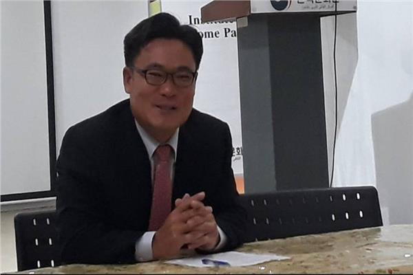 مدير المركز الثقافي الكوري بالقاهرة