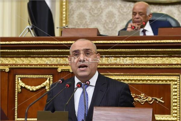 د.عاصم الجزار وزير الإسكان خلال جلسة البرلمان