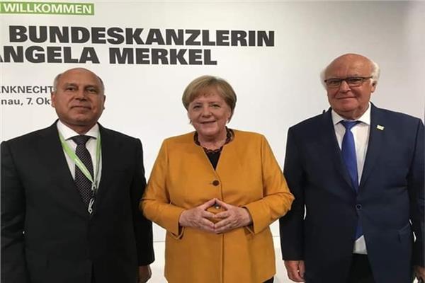 المستشار الألمانية أنجيلا ميركل ووزير النقل المهندس كامل الوزير