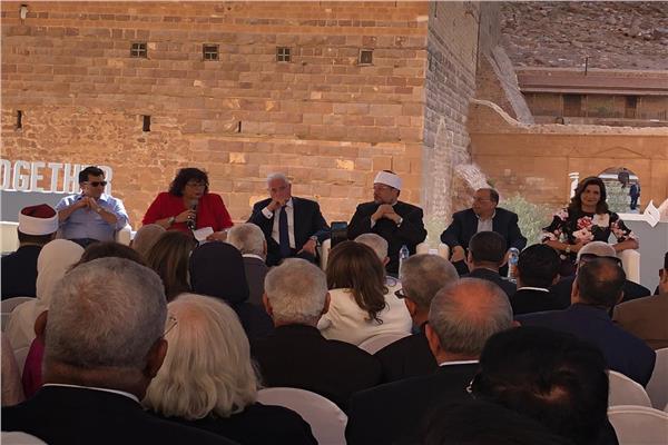 المشاركون بملتقى الأديان يدعون «الإعلام والشباب» لنشر صورهم بسانت كاترين للعالم