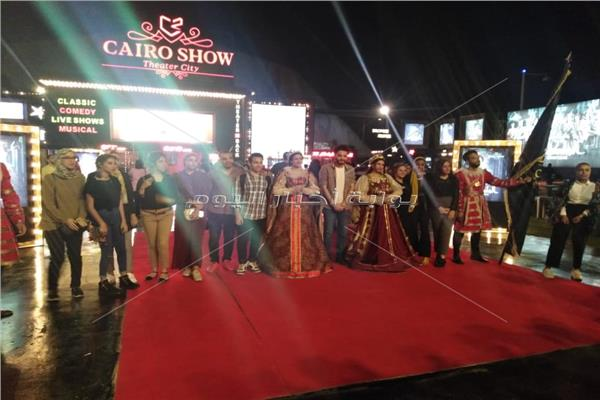 """طلاب  الفرق المسرحية لجامعة عين شمس يستمتعون بعرض """" الملك لير """""""