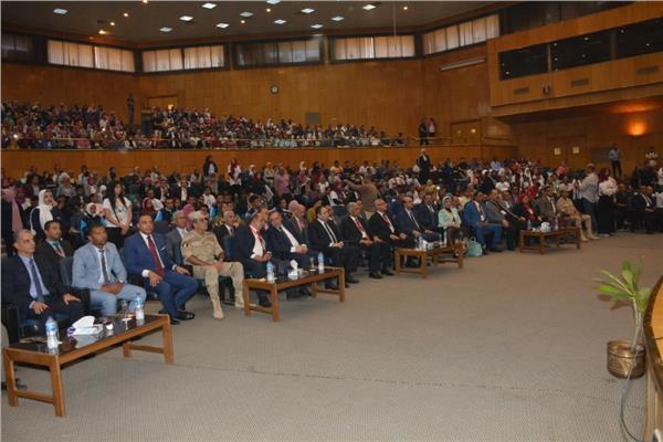 خلال افتتاح مؤتمر جامعه اسيوط