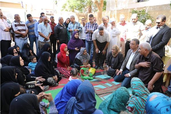 """محافظ سوهاج ووفد """"إيفاد"""" يتفقدان المدارس الحقلية بالمحافظة"""