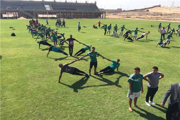 1200 طالبًا وطالبة يؤدون تدريبات يومية