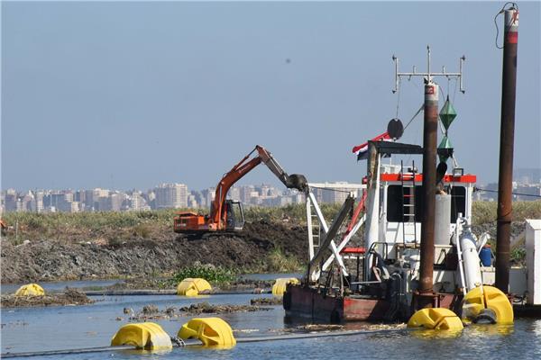 كراكات قناة السويس تعيد الحياة لبحيرة مريوط