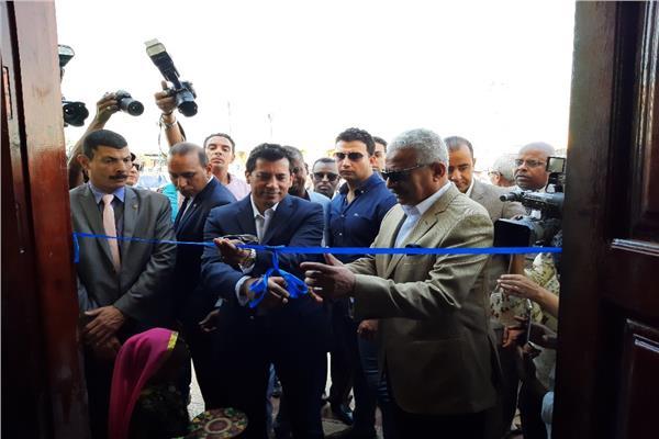 وزير الشباب والرياضة يتفقد نادى النوبة ويفتتح مسجد لقمان الحكيم