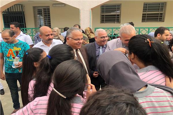 نائب محافظ الإسماعيلية يتابع أصابة 31طالبة