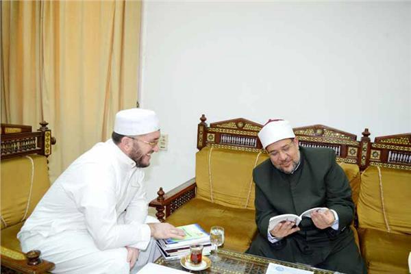 وزير الأوقاف يتلقى طلبًا رسميًّا لتدريب أئمة داغستان