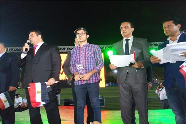 نادي الشيخ زايد يكرم أبطال أكتوبر وأسر شهداء الجيش والشرطة