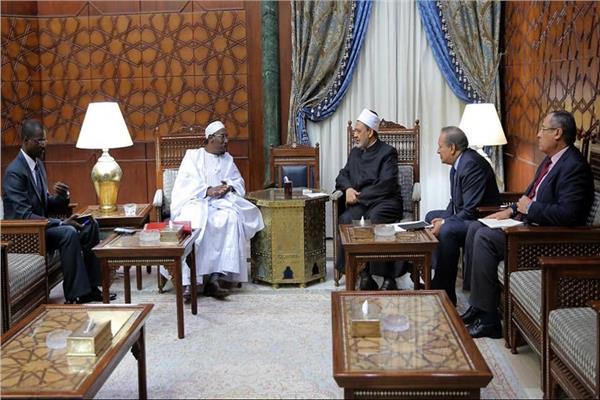 الإمام الأكبر خلال استقباله مستشار رئيس بوركينافاسو للشؤون الإسلامية