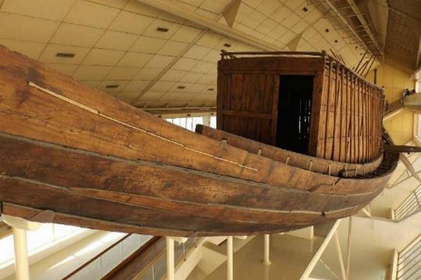 تجميع وإعادة بناء مركب خوفو بمكتبة الاسكندرية