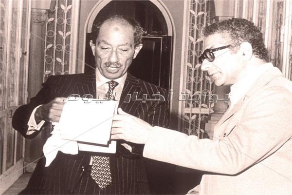 محطات في حياة صحفي السادات أنيس منصور في ذكرى وفاته