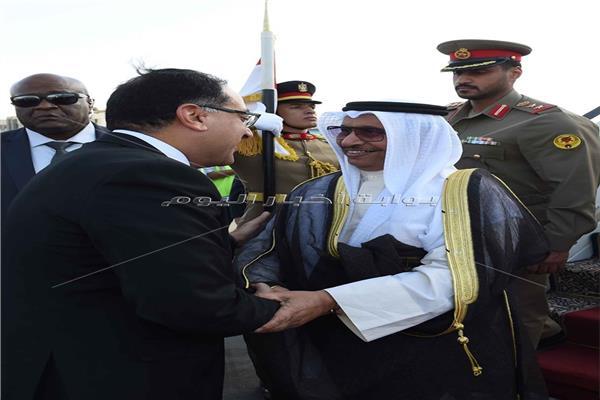 صورة أرشيفية من لقاء رئيس الوزراء ونظيره الكويتي بمطار القاهرة