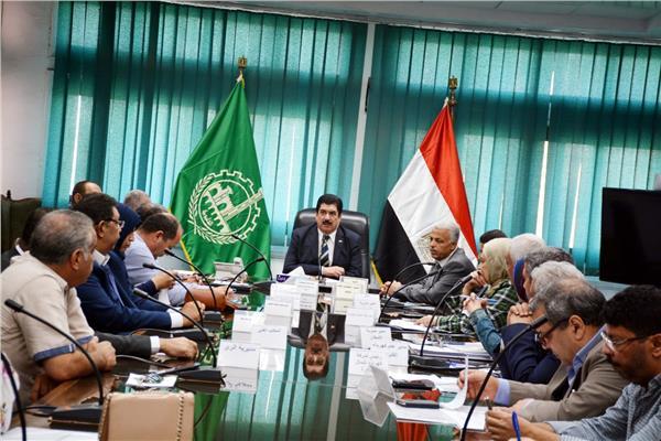 محافظ القليوبية يستقبل وفدا من مجلس الوزراء لمتابعة المشروعات القومية