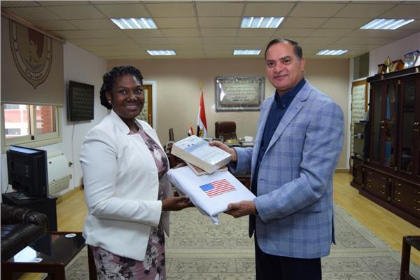 وفد السفارة الامريكية في زيارة لجامعة سوهاج للتعريف بالمنح الدراسية للطلاب