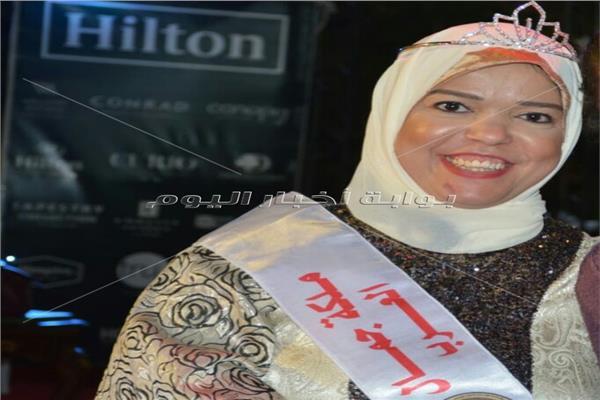 ملكة جمال «الأقزام».. «نجوان» من رشقها بالحجارة لمصممة أزياء