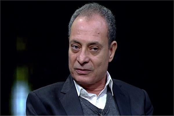 الناقد د. حسين حمودة