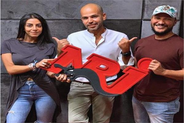 أبو مع وائل منصور وسارة المنذر