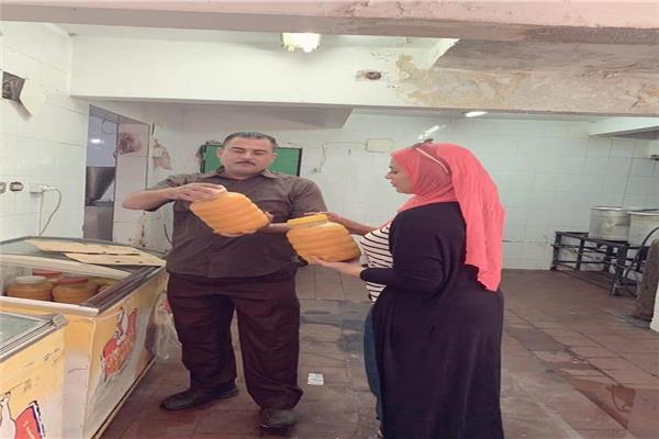ضبط 400 كيلو عصائر وفاكهة تالفة بمحل شهير في الإسماعيلية