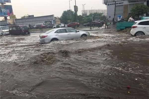 الامطار تغزو شوارع القاهرة
