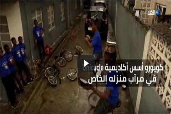 «الدراجة الأحادية» مصدر دخل الأطفال في نيجيريا