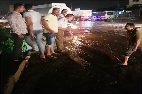 أمطار غزيرة علي مدينتي العاشر
