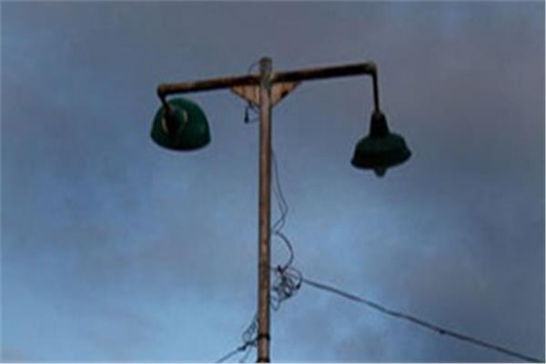 أعمدة الكهرباء في المطر بالغربية
