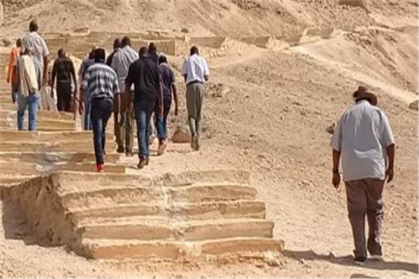 وفد إفريقي يزور منطقة آثار تل العمارنة بالمنيا