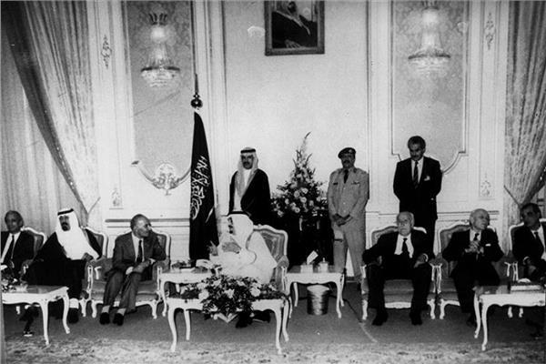صورة أرشيفية من توقيع الاتفاق