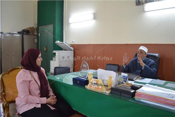 الشيخ جابر طايع مع محررة بوابة أخبار اليوم