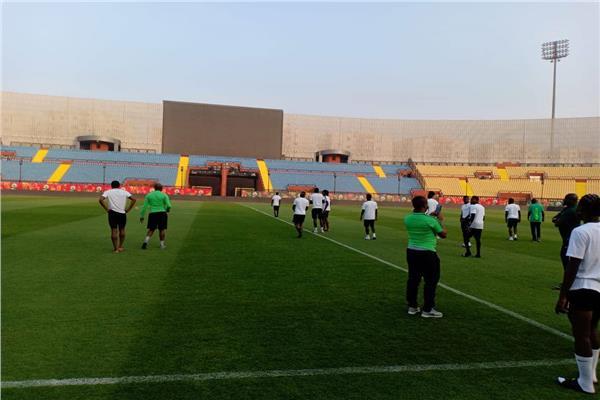 منتخب نيجيريا الأوليمبي يخوض جولة تفقدية في ملعب استاد السلام