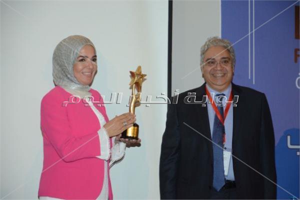 تكريم منى عبدالغني وهيدي كرم في احتفالية مبادرة مرضى السرطان