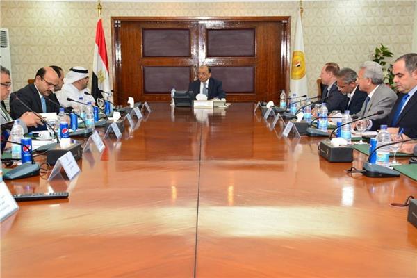 وزير التنمية المحلية يستقبل وفدا من مؤسسة محمد بن راشد آل مكتوم للمعرفة