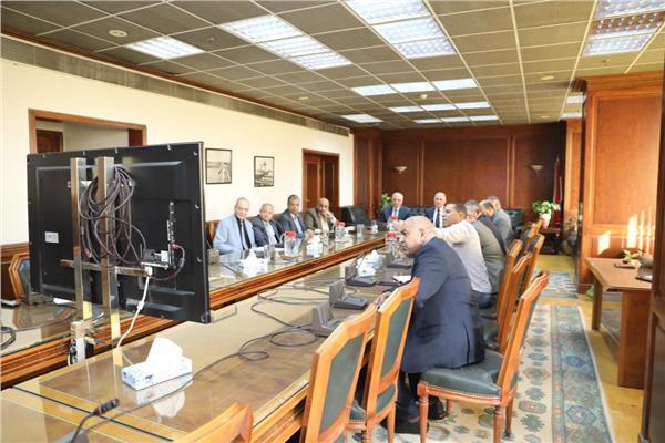 محافظ الجيزة ووزير الري يتابعان أعمال تطوير جسر ترعة المريوطية