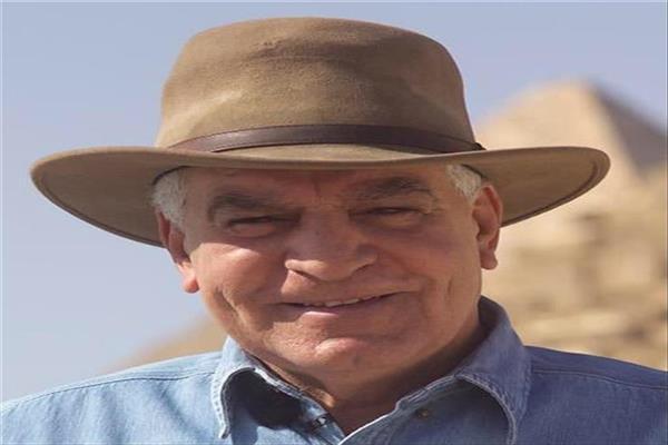 الدكتور زاهي حواس عالم الآثار المصري